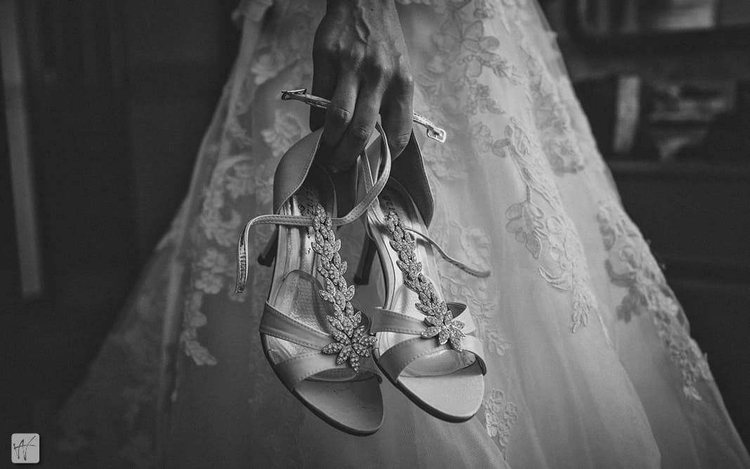 02 scarpe sposa fotoandreafusaro fotografo venezia Matrimonio Erica e Antonio, from London to Italy