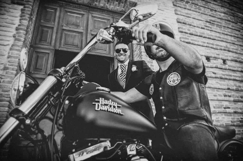 08 sposo moto harley davidson Laura + Marco | Matrimonio a Rovigo