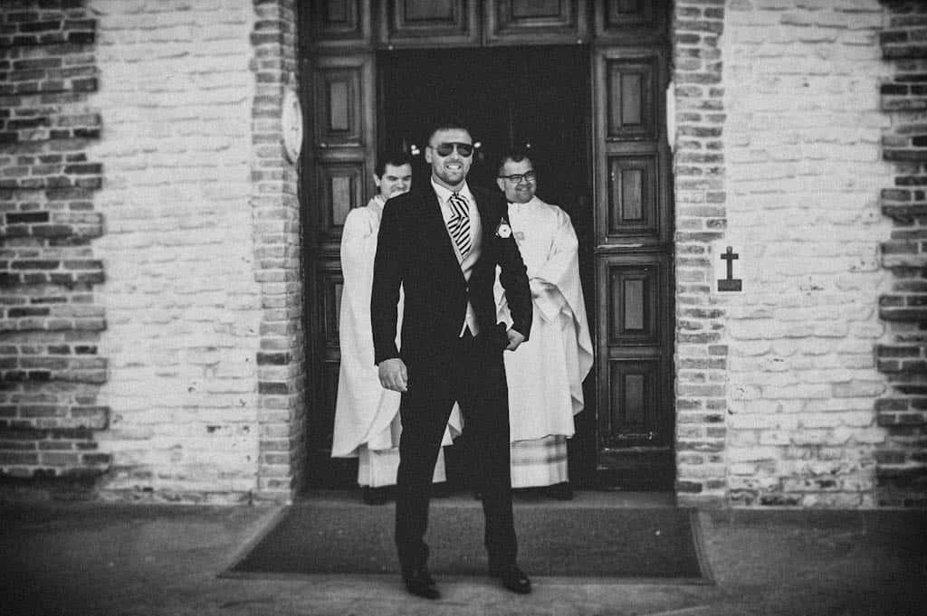 09 sposo davanti chiesa rovigo