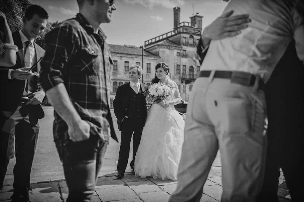 10 sposa esterni padre entrata chiesa