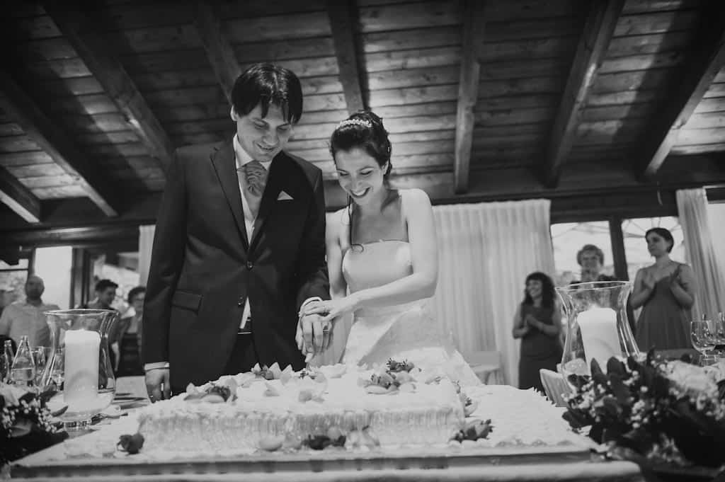 32 taglio torta montanella Eleonora + Filippo | Matrimonio Rovigo   Padova