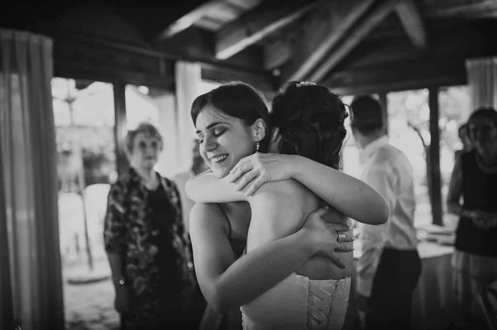 33 amiche sposa abbraccio Eleonora + Filippo | Matrimonio Rovigo   Padova