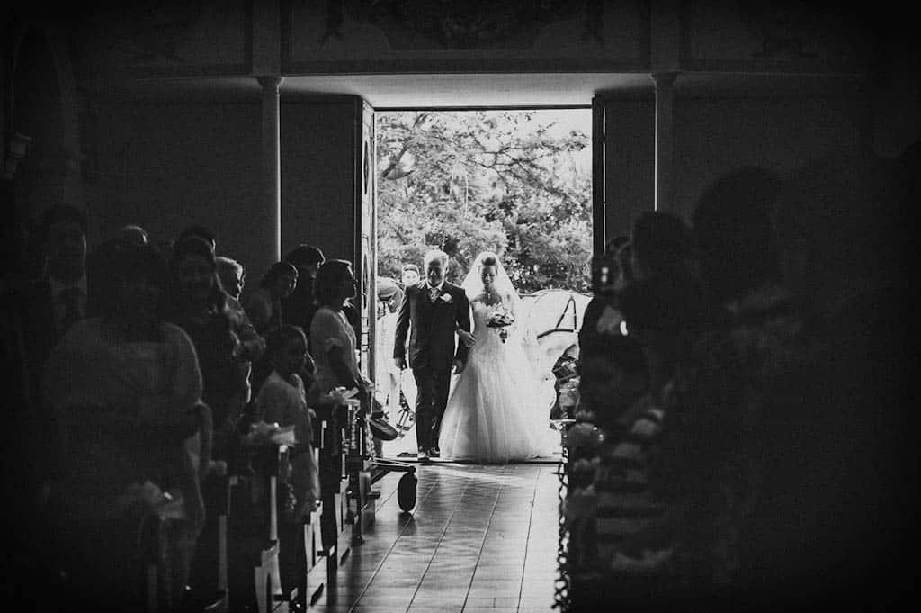 10 entrata chiesa sposa Monica + Niccolò | matrimonio padova, colli euganei