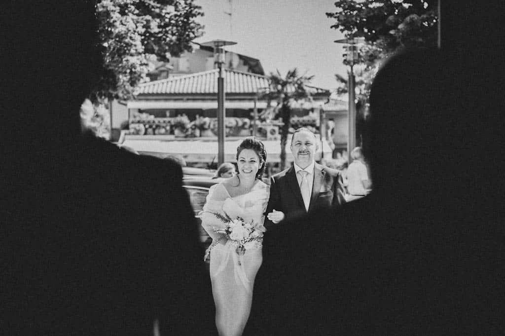 17 matrimonio entrata chiesa Simona + Francesco | Matrimonio Lago di Garda