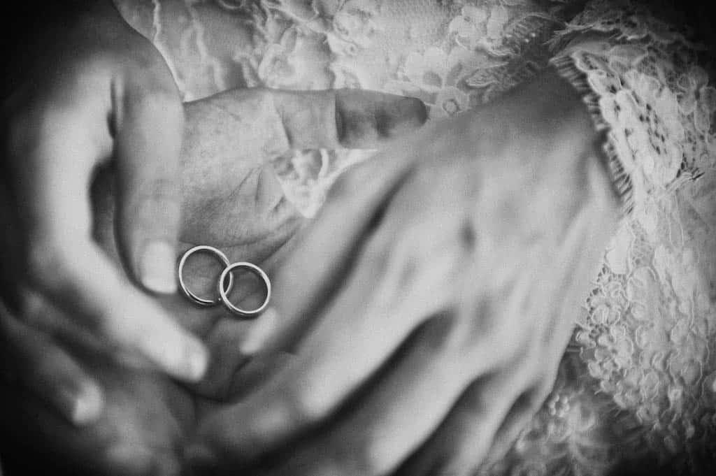 33 fedi matrimonio in mano sposi