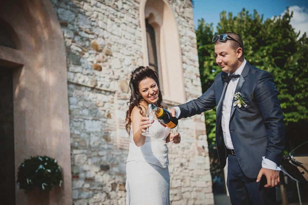 42 brindisi sposi santa maria di lugana Simona + Francesco | Matrimonio Lago di Garda