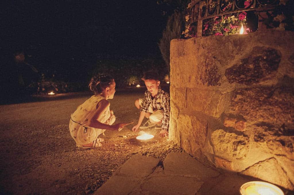 43 bimbi fuoco candele